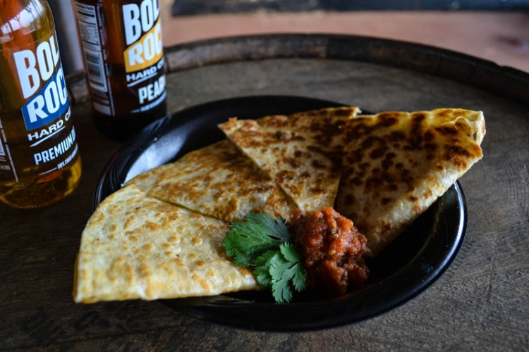 <h5>Chicken Quesadilla</h5><p>Quesadilla with sharp cheddar, signature chicken, and onion jalapeno relish, served with homemade salsa</p>