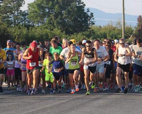 Pancake 5k race starting line in Crozet