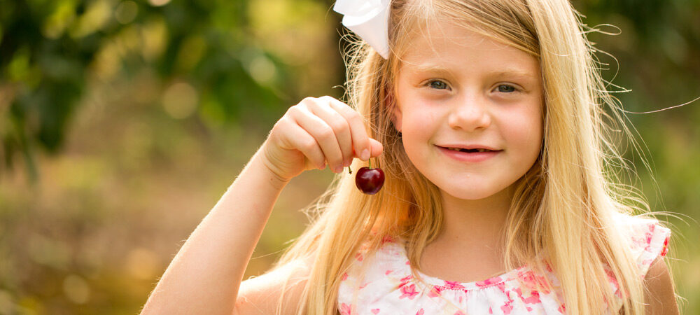 SV: Little Girl with Cherry