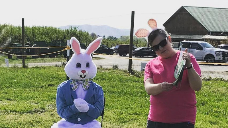 Easter Bunny at Chiles Peach Orchard