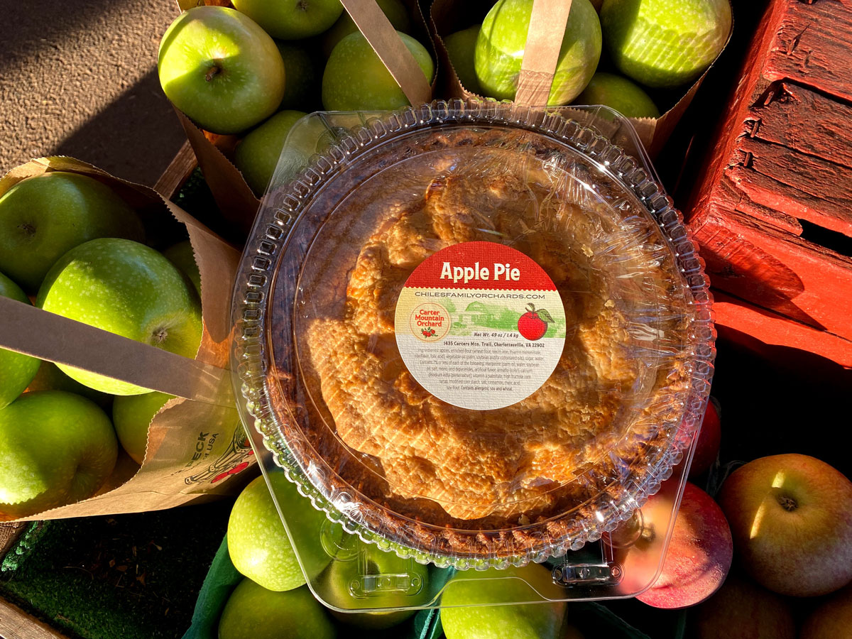 Fresh-baked apple pie