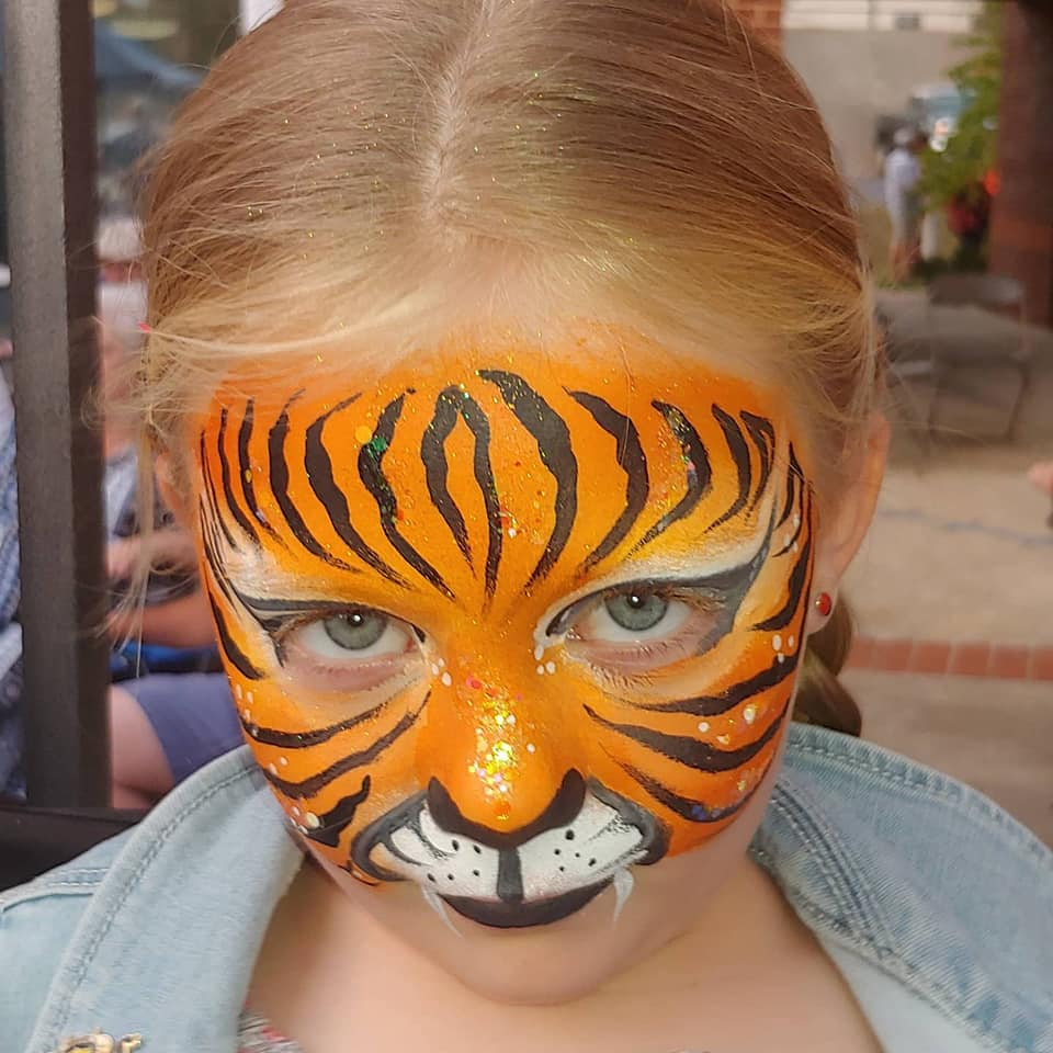 The Glitter Bee face painting: tiger